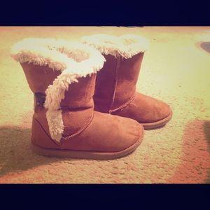 Girls brown winter boots!